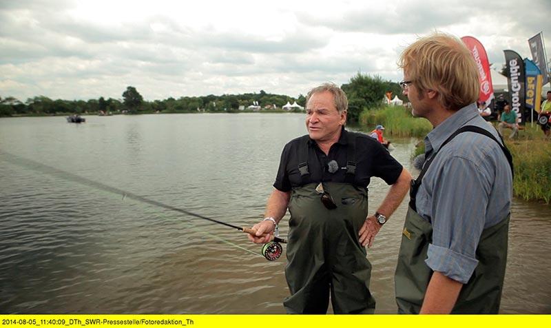 Beschreibung der Sendung Diezemanns Reisen in die wundersame Welt der Angler Fritz Wepper und Kai Diezemann beim Angeln