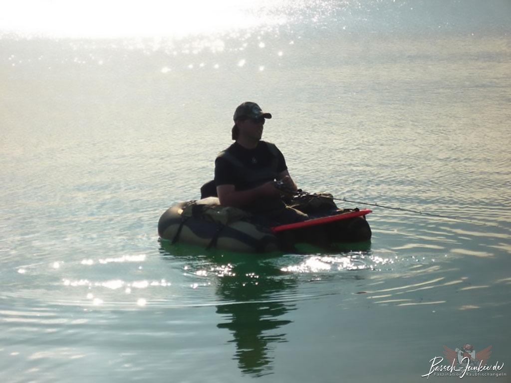 VErtikalangeln vom Belly Boot mit dem Guideline Drifter